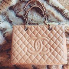 Who wouldn't love a Chanel handbag? I know I would!!!