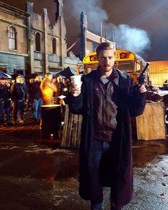 Caity Lotz @caitylotz   This guy... taking a coffee break while the city burns #legendsoftomorrow TONIGHT! MEOW! (5) Twitter