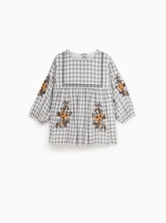 Toddler girl, Styling your photo session, family photo shoot clothing Zara Kids, Baby Girl Dresses, Baby Dress, Baby Boy Fashion, Kids Fashion, Floral Embroidery Dress, Baby Girl Halloween, Hipster Babies, Frocks For Girls