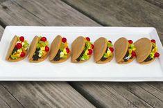 These Cinco de Mayo taco cookies slay with adorableness Churros, Empanadas, Cute Food, Good Food, Mini Cupcake Pan, Mini Tacos, Peanut Butter Candy, Flautas, Classroom Treats
