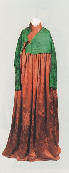 Picture from North Korean museum (13th century Hanbok - Listed as Koryo Hanbok)