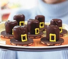 Chocolate covered marshmallows on top of upside down Fudge Stripe cookies + a piped on 'buckle' = too cute Pilgrim hats