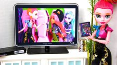 My Froggy Stuff: How to make a Doll Flat Screen TV with DVD Player: Special Monster High 13 Wishes Craft Monster High Dollhouse, Monster High House, Monster High Dolls, Barbie Doll House, Barbie Dream, My Froggy Stuff Videos, Myfroggystuff, Diy Barbie Furniture, Dollhouse Furniture