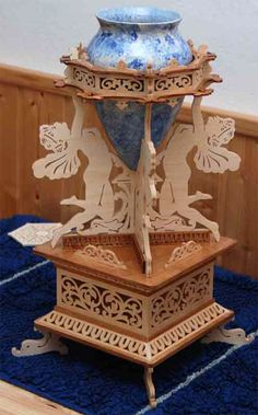Fairies vase stand, scroll saw fretwork pattern