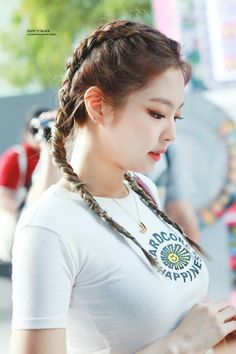 Blackpink Jennie - - Bringing you the best entertainment moments Blackpink Jennie, Hairstyles For School, Girl Hairstyles, Korean Hairstyles, Kpop Hairstyle, Wedding Hairstyles, Blackpink Fashion, Korean Fashion, Black Pink Jennie Kim