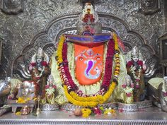 Indore: The convenience of visiting the Khajrana Ganesh temple has started from tomorrow. A large number of devotees were demanding it. In the past, Collector Lokesh Jatav and Commissioner Ashish Singh had asked to arrange live darshan of Khajrana Ganesh in the temple committee meeting. After that the administrator of the temple B.L. Kasat arranged. Ganesh Temple, Madhya Pradesh, Indore, The Past, Number, Live, Painting, Art, Art Background