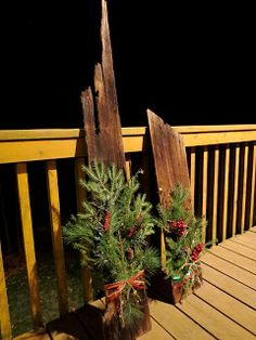 Barn Board Weihnachtsschmuck [yes, I actually made these myself!] Barn Board Weihnachtsschmuck [yes, I actually made these myself! Christmas Porch, Outdoor Christmas Decorations, Country Christmas, Winter Christmas, Vintage Christmas, Christmas Wreaths, Christmas Ornaments, Prim Christmas, Primitive Christmas Crafts