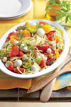 Summer Farmers' Market Recipes: Spaghetti with Marinated Tomatoes and Mozzarella