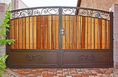 Metal gates with wood House Main Gates Design, Iron Gate Design, Fence Design, Metal Gates, Wooden Gates, Wrought Iron Gates, Timber Gates, Front Gates, Entrance Gates