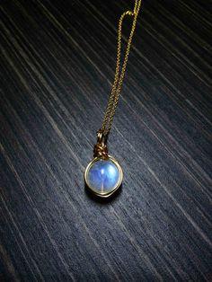 Rainbow moonstone-Blue moonstone-moonstone charm-moonstone necklace-Moonstone Pendant-wire wrapped natural moonstone pendent jewelry