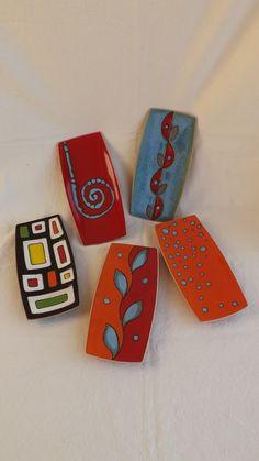 Una rassegna rappresentativa di creazioni artigianali e pezzi unici in ceramica, realizzati esclusivamente a mano.