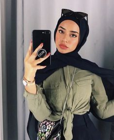 Image may contain: 1 person, phone – Hijab Fashion Modern Hijab Fashion, Street Hijab Fashion, Hijab Fashion Inspiration, Muslim Fashion, Hijabi Girl, Girl Hijab, Hijab Outfit, Hijab Dress, Mode Turban