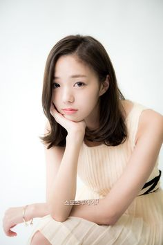 Chae Soo Bin (채수빈) Korean Actresses, Korean Actors, Actors & Actresses, Cute Hairstyles For Short Hair, Short Hair Styles, Stunning Girls, Beautiful Women, Chae Soobin, Korean Shows