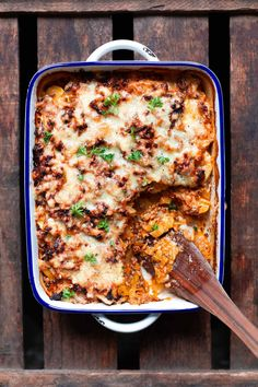 and minced meat bake with potatoes- Cabbage and minced meat casserole with potatoes. This recipe is simple and SO delicious – - and minced meat bake with potatoes- Cabbage and minced meat casserole with potatoes. Chicken Salad Recipes, Meat Recipes, Greens Recipe, How To Make Salad, Casserole Recipes, Curry, Easy Meals, Food And Drink, Lunch