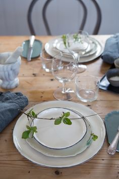 pretty way to add nature to the table without flowers | place setting by ceramicist Elin Lannsjö