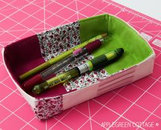 Friday Spotlight: Damjana's Cute Pencil Holder in 3 Handy Sizes! Modern Quilt Patterns, Sewing Patterns Free, Free Sewing, Free Pattern, Bag Patterns, Sewing Hacks, Sewing Tutorials, Sewing Crafts, Sewing Projects