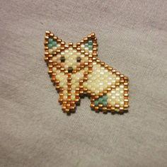 Hello baby :) #jenfiledesperles #jenfiledesperlesetjassume #perlezmoidamour #perles #perlesmiyuki #perlesandco #perlesaddict #motifrosemoustache #renard #fox #foxy #origami #brickstitch