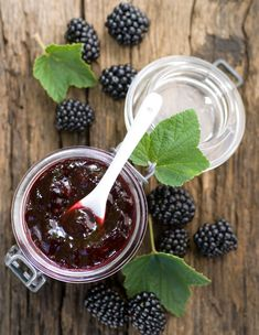 Making blackberry jam yourself Recipe Betty's Kitchen homemade jam recipes Bramen jam zelf maken Jelly Recipes, Basil Recipes, Sauce Recipes, Drink Recipes, Blackberry Recipes, Fruit Preserves, Jam And Jelly, Vegetable Drinks, Your Recipe