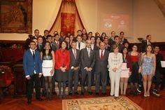 La Universidad de Salamanca y Banco Santander entregan 167 becas internacionales (22/05/2014) http://bsan.es/1m9pIwG