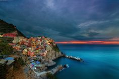 MANAROLA, CINQUE TERRE, ITALY PHOTO BY PETER STEWART - PhotoTravelTheWorld.com