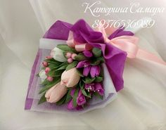 Bouquet Wrap, Gift Bouquet, Candy Bouquet, Candy Flowers, Crepe Paper Flowers, Flower Packaging, Packaging Ideas, How To Wrap Flowers, Chocolate Bouquet