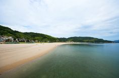 【山口県 周防大島】山口県東南部に位置し、瀬戸内海に浮かぶ島では3番目の面積の島。島と本土とは大畠瀬戸を渡る大島大橋によって連結しています。年間平均気温は15.5℃と比較的温暖であり、青く澄みわたる瀬戸内の海と四季の彩り豊かな美しい自然を有する島です。 http://www.town.suo-oshima.lg.jp/seisakukikaku/outline.html #Yamaguchi_Japan #Setouchi