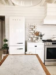 small kitchen with smeg - Google Search Small Kitchen, White Kitchen Tiles, Rustic White, White Kitchen Cabinets, White Kitchen Rustic, Farmhouse Style, White Kitchen, Shabby Chic, Kitchen Cabinets