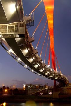 Rainbow Bridge,  Taipei, Taiwan :: pedestrian bridge crosses the Keelung River