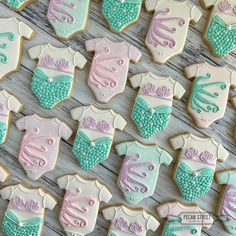 🧜🏼♀️ Mermaid wishes and 🐙 octopus kisses. Time to SHELLebrate! Baby Shower Treats, Baby Shower Cookies, Galletas Decoradas Baby Shower, Little Mermaid Baby, Baby Girl Cookies, Mermaid Cookies, Babyshower, Cookie Designs, Cookie Ideas