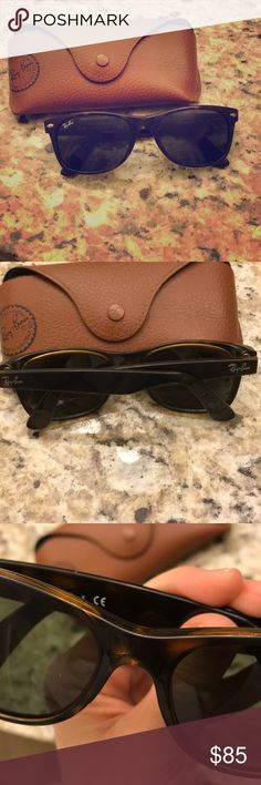 Ray Ban wayfarer sunglasses in tortoise shell. Ray Ban wayfarer sunglasses in tortoise shell. Great condition. No scratches. Comes with case Ray-Ban Accessories Glasses