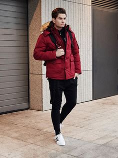 Dashing winter outfit from the Bolf collection. Go ahead and match a basic long sleeve top with a cotton sweatshirt and streetwear joggers. The look is nicely underlined by the claret furry parka jacket. There's also a watch in this styling as an accessory.