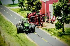1/64 Model Farm Display Small Tractors, Toy Display, Farm Toys, Cows, Cool Toys, Farm Animals, Scale Models, Diorama, Logan