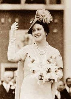 Elizabeth Bowes-Lyon - Wife of George VI. Queen from 1936 - Mother of Elizabeth II and Princess Margaret. Adolf Hitler called her the most dangerous woman in Europe because of her ability to boost British morale. Queen Mother, Queen Mary, Queen Anne, Royal Life, Royal House, George Vi, Edinburgh, Prinz Philip, Lady Elizabeth