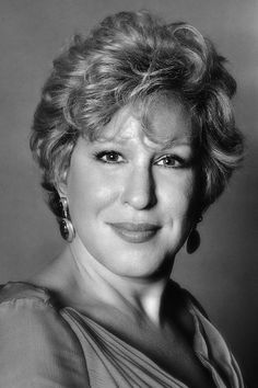 Bette Midler - American singer-songwriter, actress, comedian, film producer and entrepreneur. Photo by Brian Hamill Inside The Actors Studio, Black And White People, Actor Studio, Judi Dench, Bette Midler, Female Singers, Celebs, Celebrities, American Singers