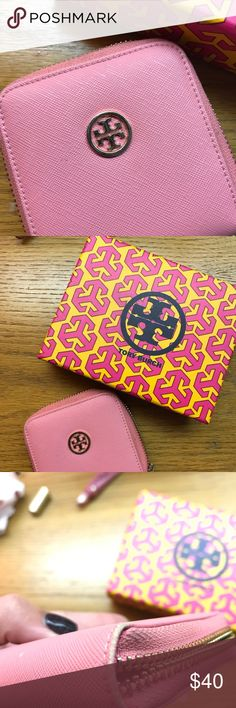 Tory Burch Change Purse EUC, minor scuffing on corners. Tory Burch Bags Clutches & Wristlets