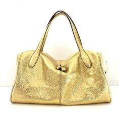 Gracious Aires the chicest way to mix fashion and function, the gracious design is reversible for maximum versatility.