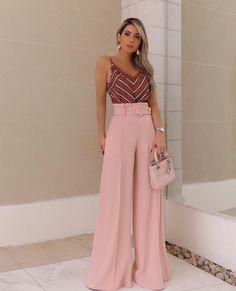 Inspiração do dia com a @mariarosaguerra , só para te avisar que chegaram novidades na linha de calças da @karmanioficial ! 😍||… Vogue Fashion, Fashion Pants, Look Fashion, Hijab Fashion, Girl Fashion, Fashion Dresses, Classy Work Outfits, Office Outfits, Cocktail Dress Classy Evening
