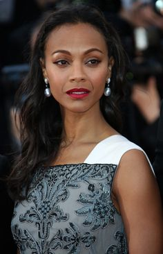 Zoe Saldana at Cannes 2013 with pearl earrings.