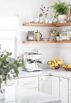 Open shelving is a versatile kitchen design trend—here are 14 ways to make it work for you. Kitchen Corner, Kitchen Shelves, Kitchen Backsplash, New Kitchen, Wood Shelves, Glass Shelves, Floating Shelves, Smart Kitchen, Backsplash Ideas