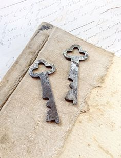 Two 2 Matching Flat Vintage Keys  Nice Usable by MyVintageSupplies