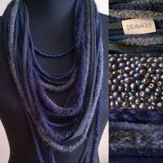Sjaal Ketting, donkerblauw en grijstinten met wollen items en 1 losse donkerblauwe Kralenketting door DKNenzo op Etsy