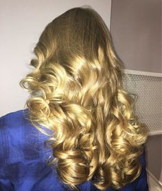 These golden curls are to die for!