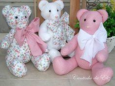 Ursos tamanho P, cores e variações de acordo com o cliente. R$ 145,00