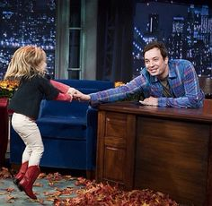 Jimmy and his niece. GAH I'm so ready to watch Winnie grow up. She could not have a better man as her father and role model. He is so perf ❤️ Man In Love, A Good Man, Jimmy Fallon Show, James Fallon, James Thomas, One Fish, Save From Instagram, Saturday Night Live, Man Humor