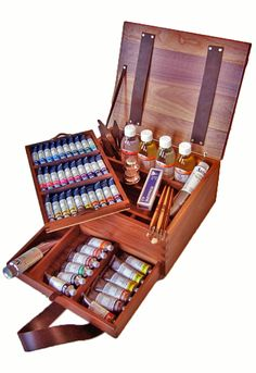 The concept of luxury for every oil colour artist!This opulent box set by Maimeri hits all of the professional quality highnotes! Encased within the solid walnut, Italian wooden box is every item that an artist could ever dream of needing for Discount Art Supplies, Art Supplies Storage, Wooden Wardrobe, Art Studio Organization, Paint Storage, Art Studio At Home, Cute School Supplies, Paint Set, Art Techniques