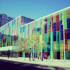 Montréal's convention centre is both high tech and environmentally conscious. Ville Durable, Laval, Exhibition, Expositions, Convention Centre, Far Away, Us Travel, Montreal, Amazing Photography