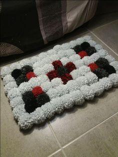 Katrin de DaWanda te enseña cómo hacer una alfombra súper mullida de pompones. Es más fácil de lo que imaginas así que anímate, ¡queda genial!