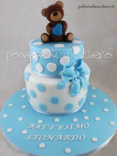 torta battesimo per un bimbo con orsetto in pasta di zucchero christening cake for a child with a teddy bear in sugar paste