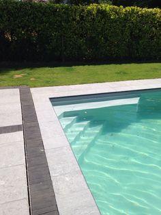 Piscinelle avec liner gris ardoise qui donne de la douceur for Liner de piscine qui plisse