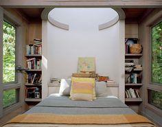 Kabine bei Longbranch von Olson Kundig in Washington, USA Timber Cabin, Timber Roof, Cabinet D Architecture, Steel Columns, Weekend House, Bedroom Retreat, Kabine, Contemporary Interior, Modern Bedroom